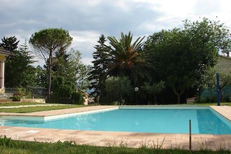 Camera con vista piscina, nel verde - Mogliano