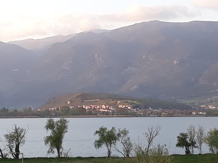 Σοφίτα με θέα στη Λίμνη