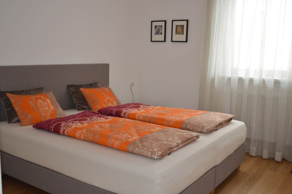 Bedroom (Box Spring Double or Twinbed)