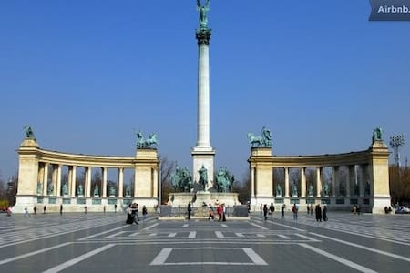 Room for 2 at Heroes Square - Budapeste