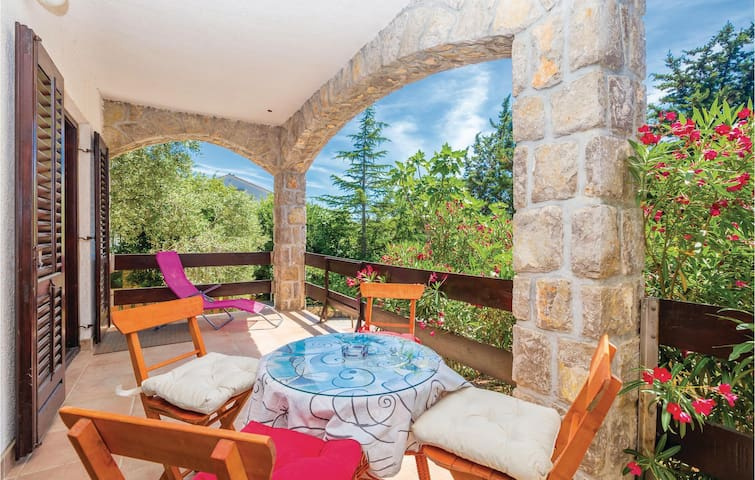 Holiday apartment with 2 bedrooms on 53m² in Pinezici