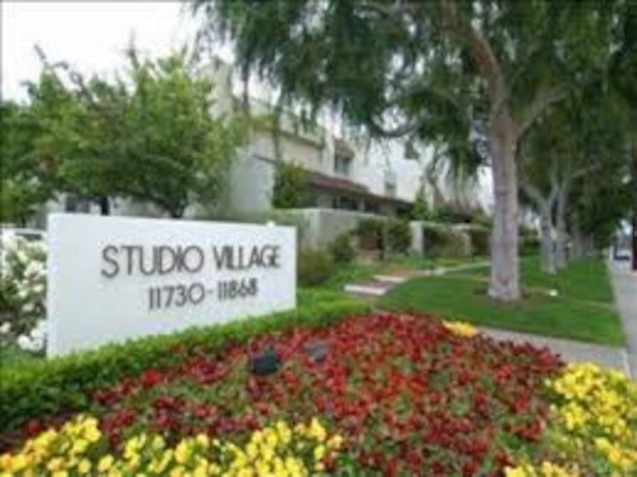 Centrally located in the Great Studio City, 7 minutes walk to Ventura blvd. where you can find tens of restaurants, clubs, gyms, shopping centers and all you may need.
