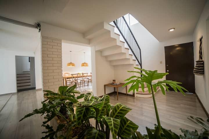 Intimate private room in 'Casa 66' in Zona G!*