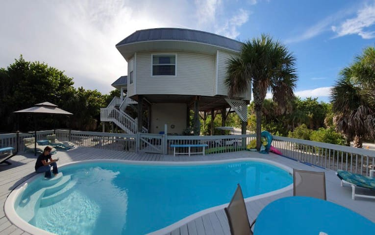STEPS FROM THE BEACH - Private Heated Pool