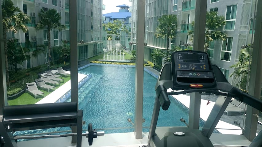 City Center Pattaya  luxury studio condo balcony