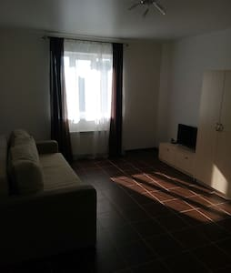 Уютная квартира в новом доме рядом. - Янтарный - Lägenhet