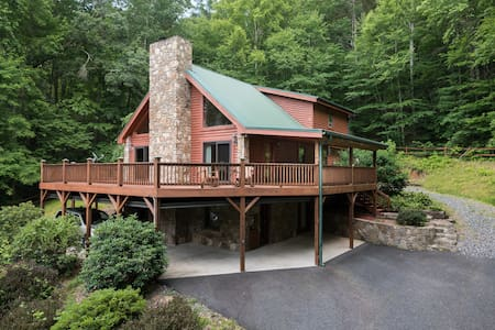 Log Cabin-private-1mile2downtown-hottub-sauna-more