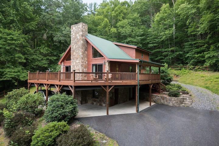 Log Cabin-private-1mile2downtown-hottub-sauna-more