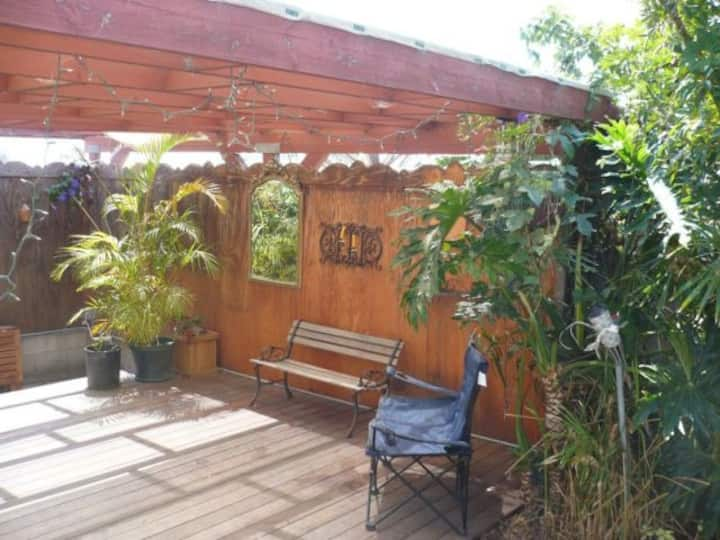 GardenRoom, with private sitting area.