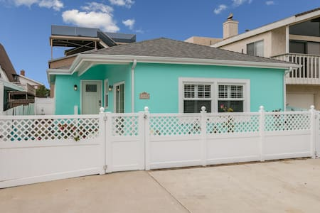 The Cottage @ Hollywood Beach, Steps from the Sand - Oxnard