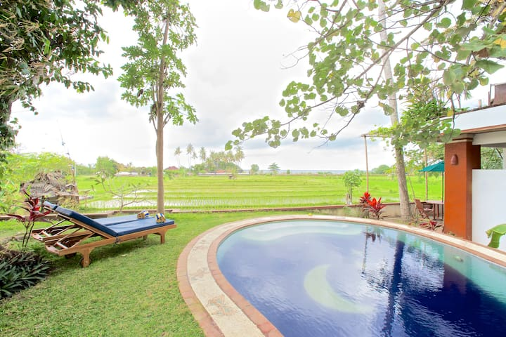 VILLA CHANDRA GLAMPING BY CANDI, POOL SLEEPS 4, AC - Karangasem - Villa