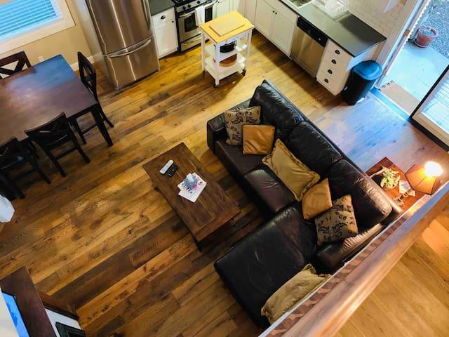 Coolest Executive Cottage + Best Downtown Location