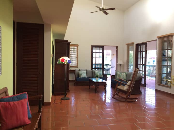 Family Retreat with Beach access, Dorado 00646