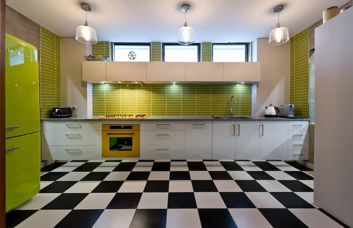 Retro Revolution, SOUTH YARRA. PRICE reduction