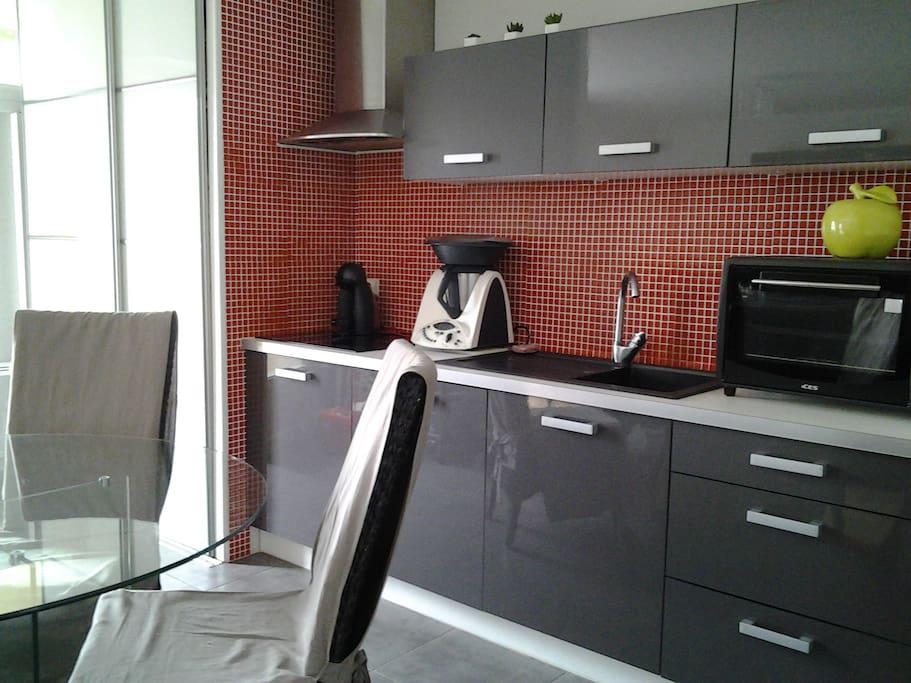 Chambre dans appartement avec balcon appartements en for Appartement meuble la roche sur yon