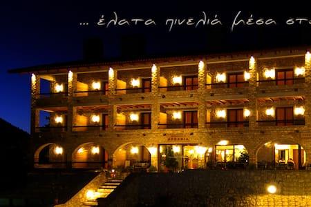 Δωμάτιο Ξενοδοχείου με φοβερή θέα - Zarouchla - 家庭式旅館