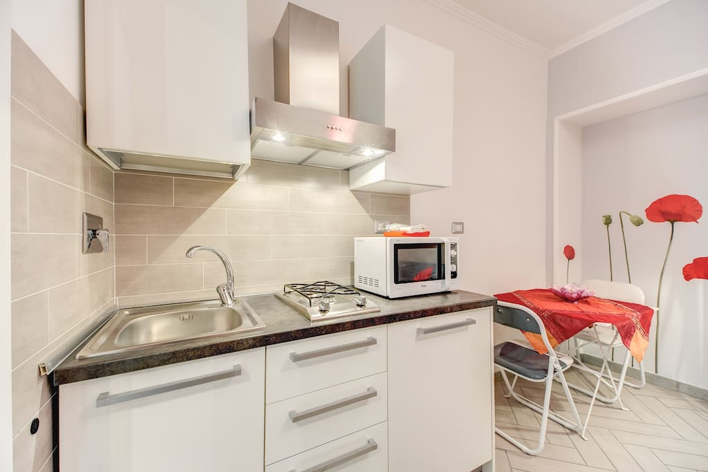 Pantheon studio low cost book now appartamenti in for Lavatrice low cost