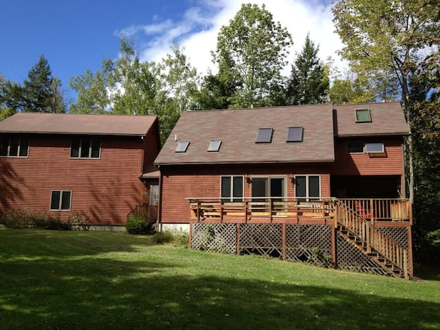 Lakefront home in Lakes Region ME