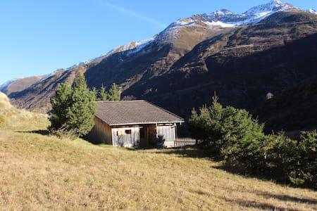 Jagdhütte an der Rheinquelle - Rueras - 小屋