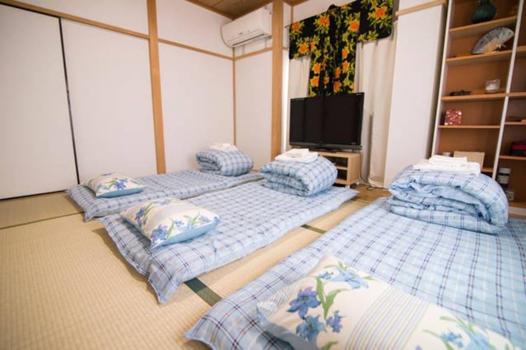 203-日式大榻榻米3-4人房间