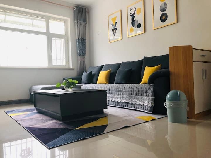 现代阳光公寓合租小卧室(单身男性勿扰)近葡萄沟景区
