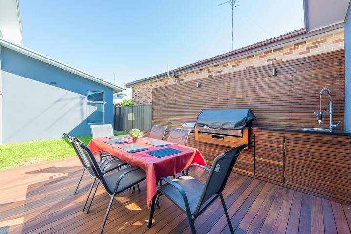 Modern 3br house with outdoor entertaining area! - Mascot - Huis