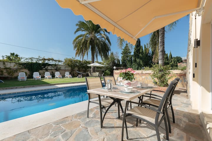 """Stunning Holiday Home """"Espectacular Villa Oasis en Mijas"""" with Mountain View, Wi-Fi, Garden, Terrace & Pool; Parking Available"""
