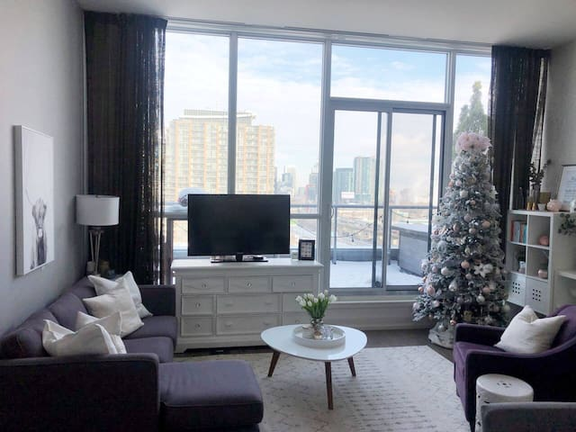 1 Bedroom 1 Bathroom in Large Bright Penthouse