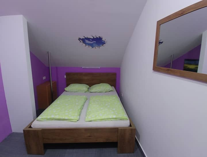 Private room with double bed (Room 5)