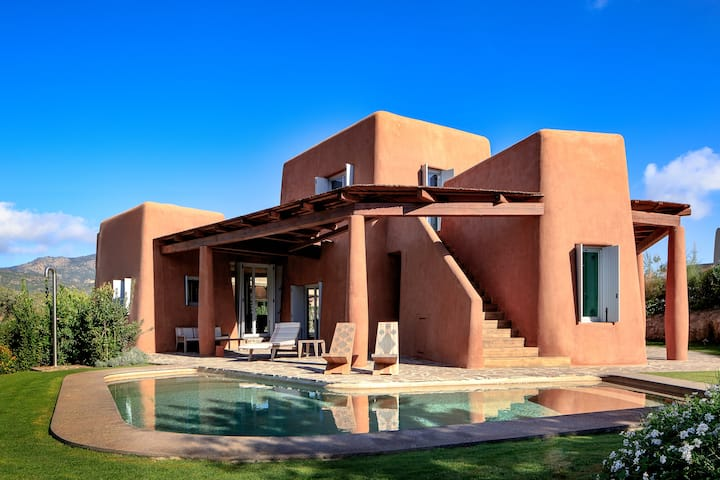 Villa Arenada,  elegant with pool and jacuzzi