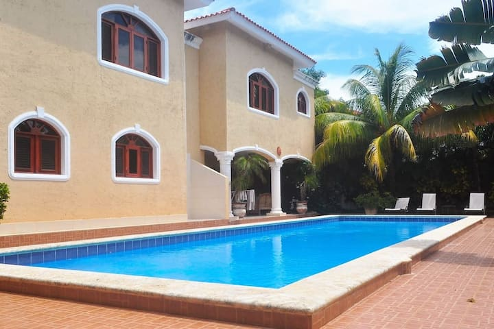 Villa 4 bedrooms with private beautiful pool