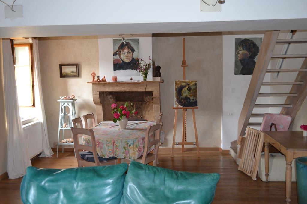eetkamer met trap naar boven