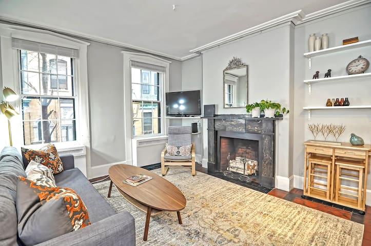 WALK EVERYWHERE★ACE LOCATION ★ UPSCALE  APARTMENT★