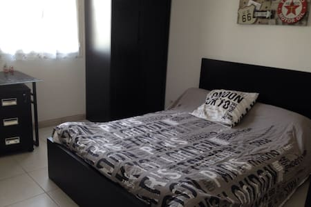 Chambre dans villa avec superbe vue - Beaucaire