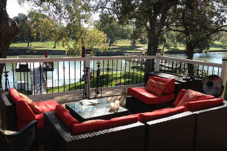 Casa de Tia, 5 Bedroom Waterfront - New Braunfels