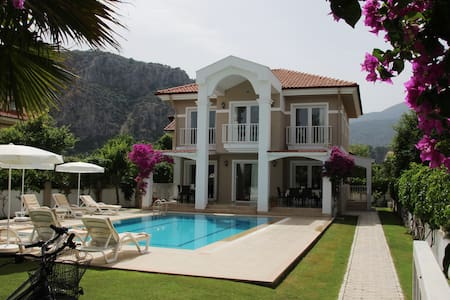 Dalyan Villa Amazon: Central Location,  Large Pool