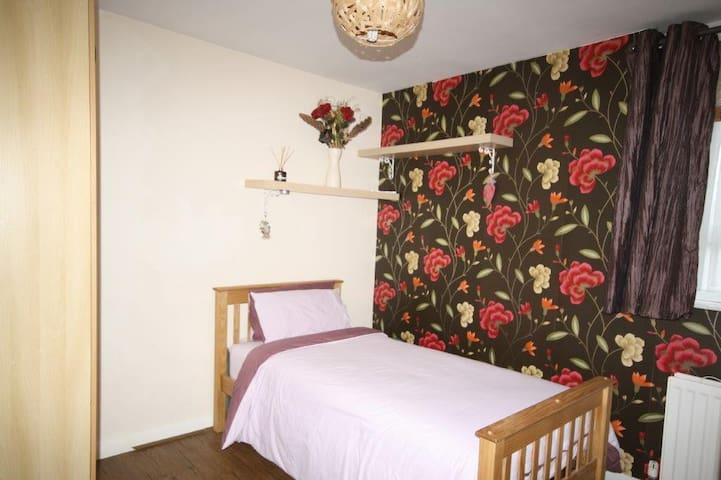 Watford - Large Single room