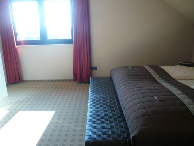 Zimmer 233