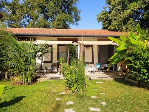 """Chambre privée"""" la  Balinaise""""  terrasse et jardin"""