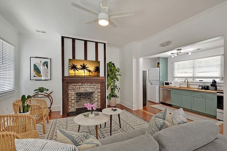 Casa Azul (Suite A) - 1 Bed/1 Bath - Historic Downtown Charleston - 2 Blocks from Xiao Bao Biscuit