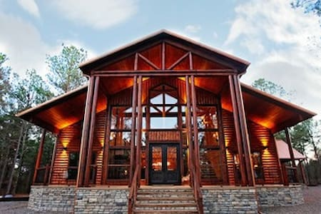 Painted Deer Lodge - Luxury Lodge in the Heart of Hochatown