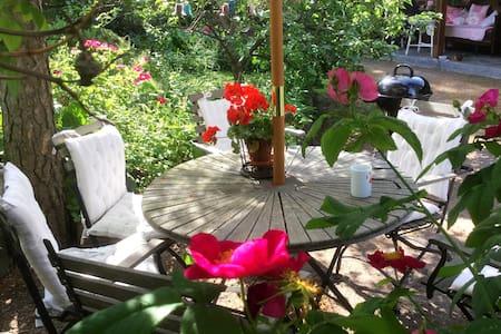 Home, garden and sea view - Naantali