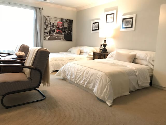 2 Double Beds & ensuite Bath @ B&B -Winstar 15min