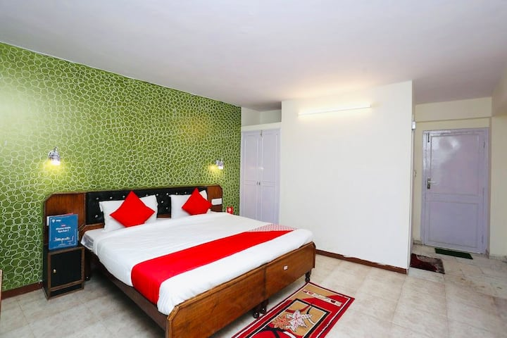 Comfortable room on the Ridge, Mall Road Shimla