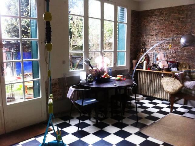 Chambre à louer dans une maison à Montreuil - Montreuil - Hus