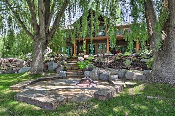 'Rivers Edge' Luxury Home: Private Hot Tub & Views