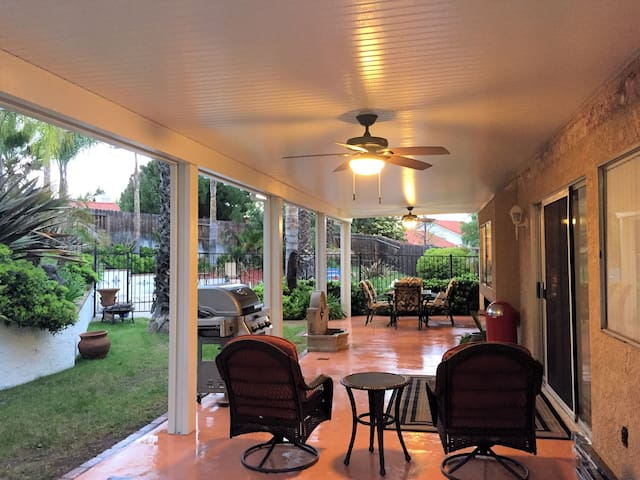 South Temecula 3 BR/3 BA With Pool - Entire House