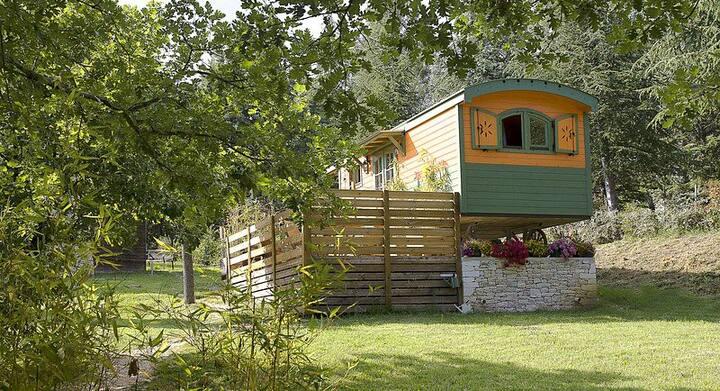 Roulotte en bois entre Ardèche et Provence