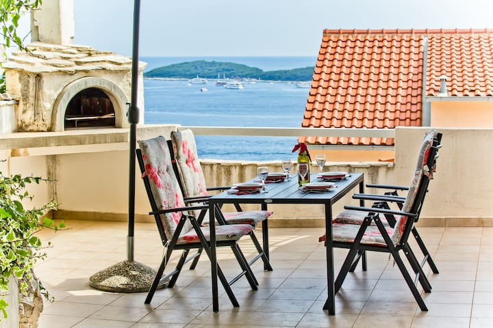 HVAR SUNNIEST TERRACE