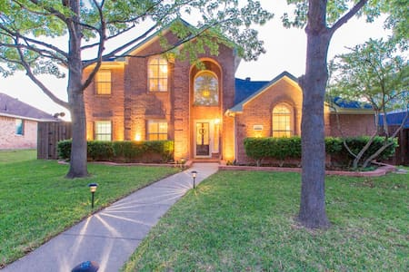 Spacious 5 Bdr/3.5 Bath Frisco Home - Casa